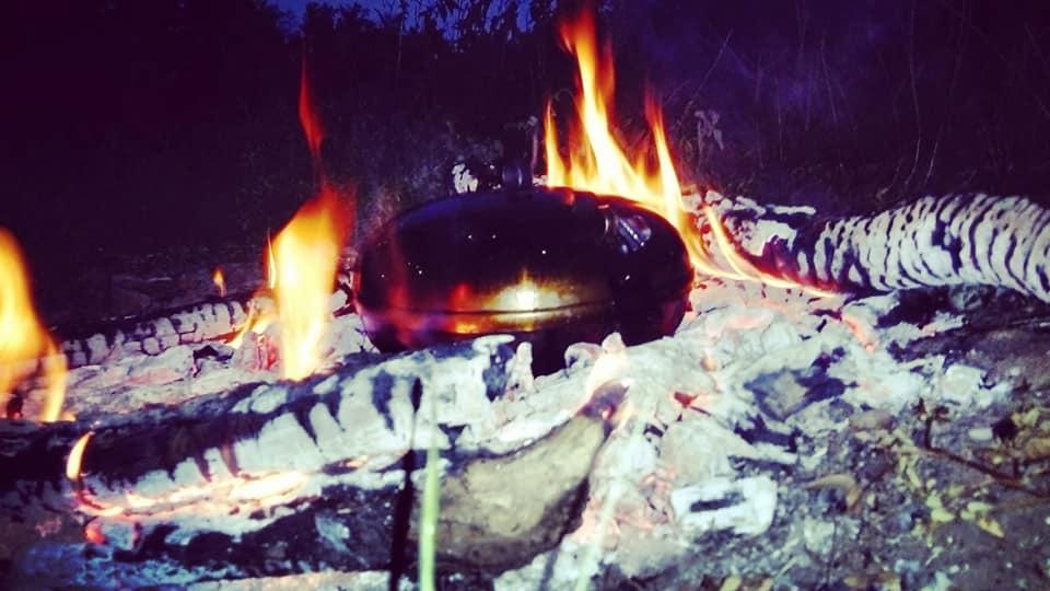 Na predchodcu nášho UFO disku sme natrafili v zbierke maďarského ľudového umenia, bol nástrojom drevorubačov a spaľovačov uhlia v pohorí Matra.